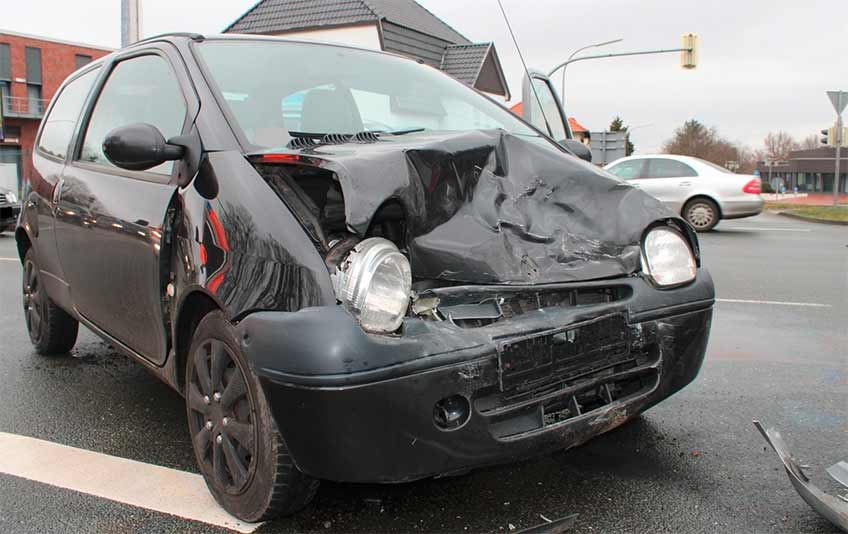Beide Fahrzeuge, darunter der Renault, wurden stark beschädigt.