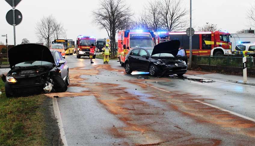 Beide Fahrzeuge nahmen erheblichen Schaden.