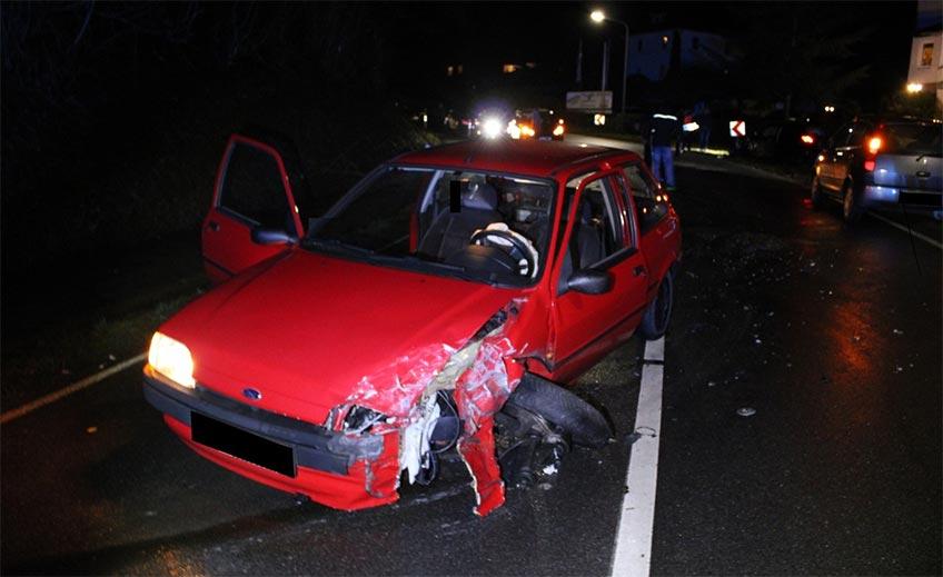 Der Ford Fiesta nahm erheblichen Schaden.