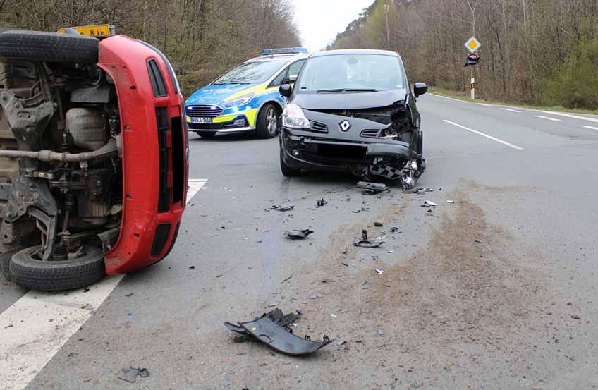 Durch die Wucht der Kollision kippte der Wagen dier Diepenauerin auf die Fahrerseite.