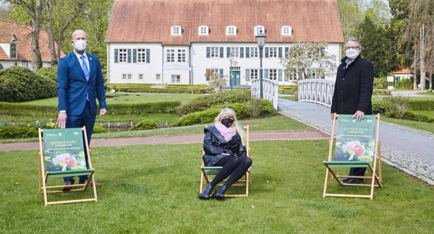 (v. l.) Marko Steiner (Bürgermeister von Preußisch-Oldendorf), Dr. Barbara Rüschoff-Parzinger (LWL-Kulturdezernentin) und Christian Streich (Leiter der Touristik in Preußisch-Oldendorf). Foto: LWL/Bömer
