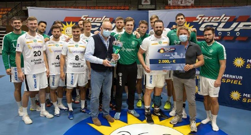 Handball-Fans aus dem Kreisgebiet können sich freuen: Der Spielo-Cup 2021 findet statt! Am 20. und 21. August 2021 treffen die regionalen Handballgrößen und Gastgebervereine TuS N-Lübbecke und GWD Minden beim Spielo-Cup endlich wieder aufeinander.