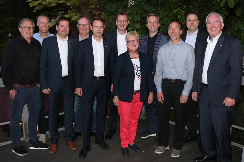 Vorstand und Geschäftsführung (von links nach rechts): Dennis Gilbert, Frank Haberbosch, Peter Schmüser, Henrich Oevermann, Marc Schäuble, Thomas Holle, Sabine Kolck-Pothe, Christian Joseph, Ralf Achterberg, Sven Stallmann, Claus Buschmann