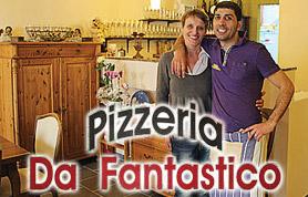 """Schon mit acht Jahren hat Giancarlo Fantastico angefangen, in seiner italienischen Heimat Apulien/Lecce in einer Pizzeria zu helfen. Und die Pizza hat ihn seitdem nicht mehr losgelassen. Seit dem 1. Oktober 2003 betreibt Giancarlo Fanstastico, der seit 1991 in Deutschland lebt, zusammen mit seiner Frau Bettina Kottkamp die Pizzeria """"Da Fantastico"""" im Hause Kolck in Lübbecke in der Langen Straße. Um immer eine gleichbleibende Qualität seiner italienischen Speisen und Gerichte zu gewährleisten, kocht der Firmeninhaber ausschließlich selbst. Zur Seite steht im in der Küche ein Mitarbeiter. Mit insgesamt acht Aushilfskräften ist sichergestellt, dass auch der Service reibungslos klappt. In der Pizzeria """"Da Fanstastico"""" wird außerordentlich viel Wert darauf gelegt, dass immer frische Zutaten verwendet werden."""