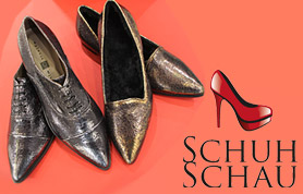"""Die Leidenschaft für Schuhe teilt Sabine Schrewe mit vielen Frauen. Mit der Eröffnung ihrer """"SchuhSchau"""" in der Scharrnstraße 4 in Lübbecke hat sie diese Leidenschaft zum Beruf gemacht und freut sich darauf, den Kundinnen im Lübbecker Land und darüber hinaus Modellalternativen bieten zu können. Denn sie versteht ihr Angebot als Ergänzung und Erweiterung zur in Lübbecke bestehenden Produktpalette an Schuhen und Taschen."""