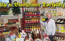 Das ehemals landwirtschaftlich betriebene Anwesen mitten im Ortskern von Blasheim wurde 2007 von Regine Brinkmann zu neuem Leben erweckt. Nach einigen Wochen intensiver Umbau- und Renovierungsarbeiten entstand Upm Blasheimer Dorfplatz. Der Blasheimer Dorfplatz beherbergt ein Einzelhandelsgeschäft, das die verschiedensten Waren und Dienstleistungen anbietet, eine Bäckerei und eine Postfiliale. Besonders stolz ist man darauf, dass vorwiegend Waren von heimischen Herstellern und Händlern angeboten werden, und das zu fairen Preisen. Alle Waren werden mit einem hohen Anspruch an Qualität ausgesucht. Darüber hinaus möchte Regine Brinkmann ihren Dorfplatz nutzen, um zu bestimmten Jahreszeiten besondere Veranstaltungen anzubieten.