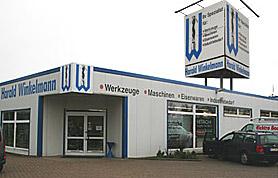 Auf 700 Quadratmetern Verkaufsfläche und 300 Quadratmetern Lager bietet die Firma Winkelmann seitdem alles, was Handwerks- und Industriebetriebe sowie der Heimwerker benötigen.