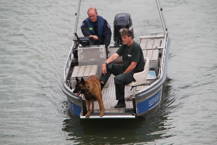 Vermisstensuche mit Leichenspürhund auf dem Mittellandkanal