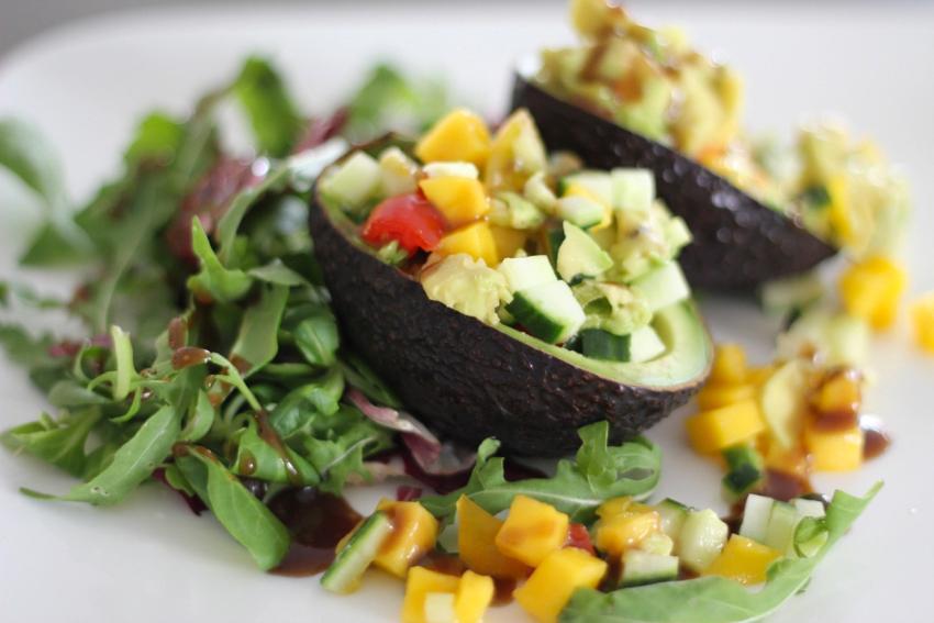 essen und trinken stuffed avocado mit mango und gurke an hallo luebbecke. Black Bedroom Furniture Sets. Home Design Ideas